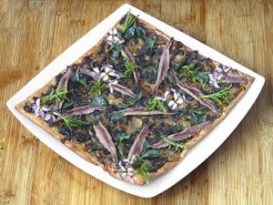 Pissaladière d'atriplex et de cakilé aux anchois